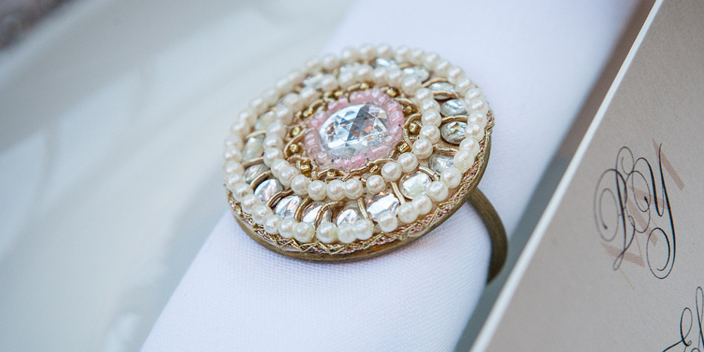 JJ_gold_bead_pearl_napkin_ring_hire_wedding