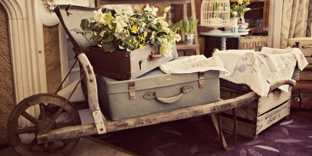 OO_rustic_wooden_wheelbarrow_hire