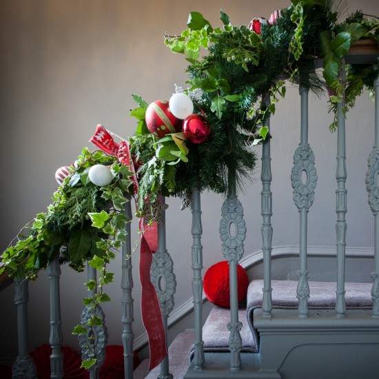 AAA_Red_white_green_garland_foliage_Christmas_styling_decorations_decor_private_bespoke (8)